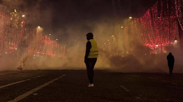 Un chaleco amarillo durante la manifestación de París del pasado sábado