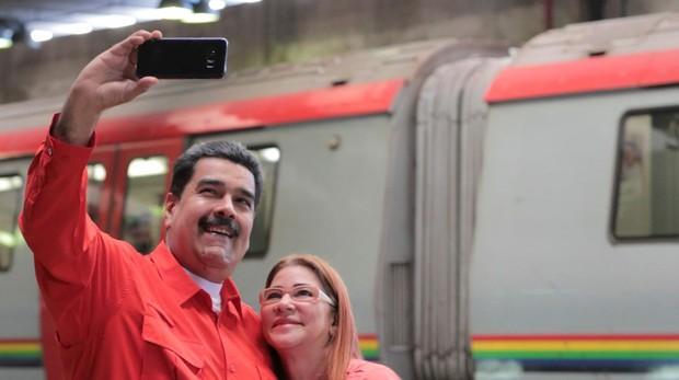 Maduro junto a su esposa