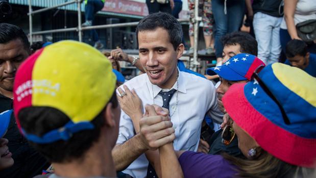 El presidente de la Asamblea Nacional de Venezuela, Juan Guaidó, participa en un Cabildo Abierto