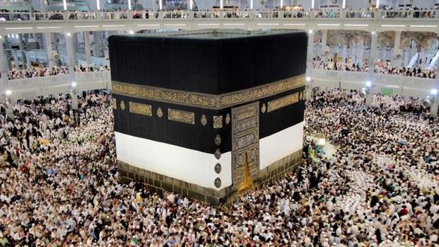 La Kaaba, en plena peregrinación a La Meca