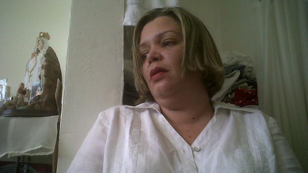 La juez María Lourdes Afiuni, en su celda de la prisión de Los Teques (Venezuela), junto a una imagen de la Virgen de Coromoto.