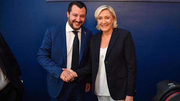 Marine le Pen y Matteo Salvini en una reunión en 2018