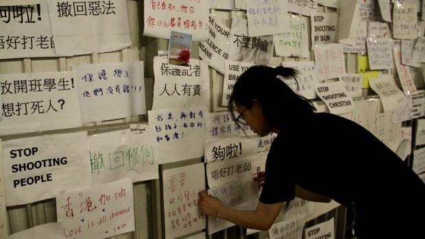Mensajes de jóvenes de Hong Kong contra la represión policial