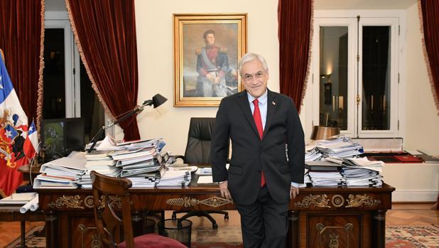 El presidente de Chile, Sebastián Piñera, en su despacho