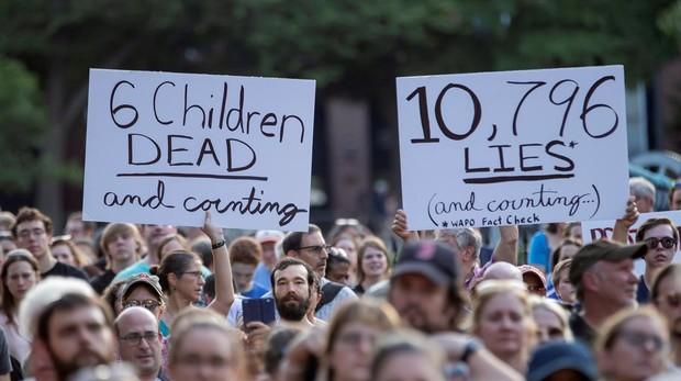 Protestas esta viernes frene a la Casa Blanca, en Washington, pidiendo el cierre de los centros de inmigrantes, en los que han muerto varios menores