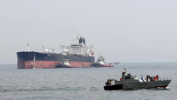 Lanchas de la Guardia Revolucionaria abordan el petrolero British Heritage en el Golfo Pérsico, el pasado jueves