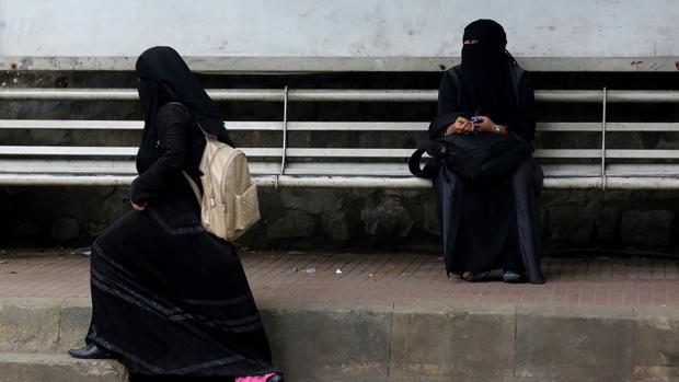 Dos musulmanas en la localidad india de Bangalore
