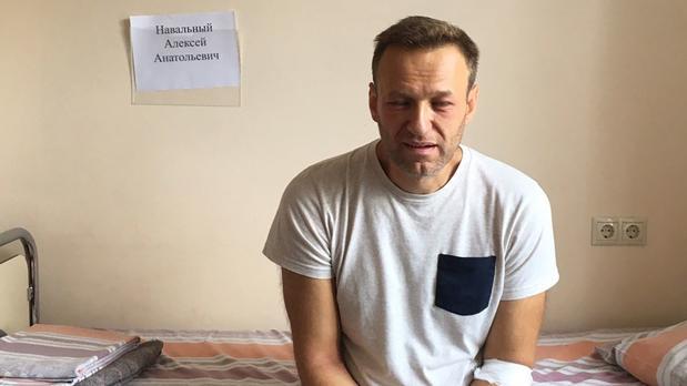 El líder opositor ruso, Alexei Navalni, este lunes en el hospital moscovita en el que fue ingresado