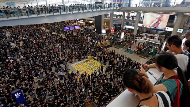 Imagen de la sentada en el aeropuerto de Hong Kong