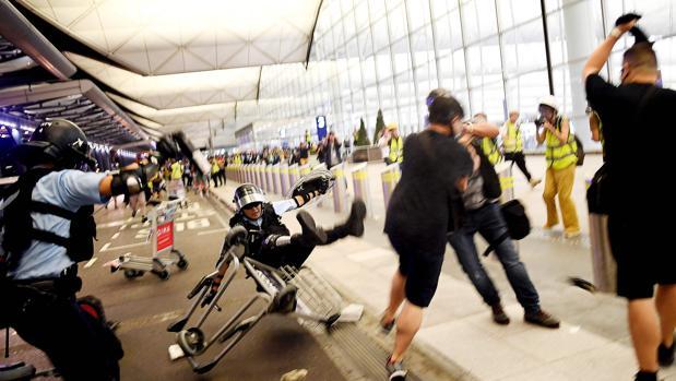 Compás de espera en Hong Kong tras el desalojo del aeropuerto