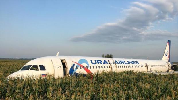 El avión acabó sobre un campo de maíz al poco de despegar