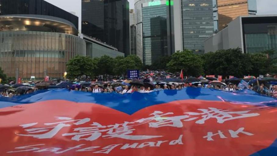 China inflama el nacionalismo contra las protestas de Hong Kong