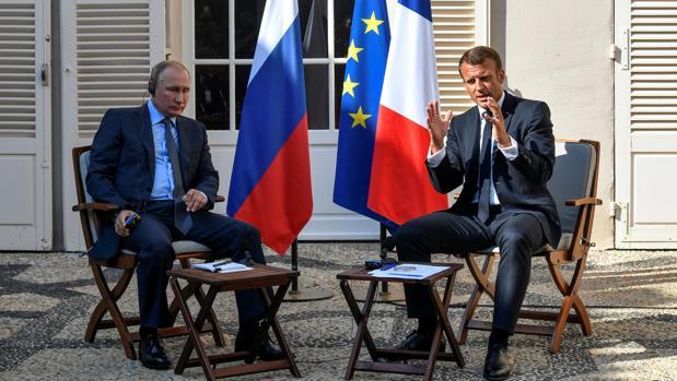 Vladímir Putin y Emmanuel Macron, durante su encuentro en el Fuerte de Bregançon