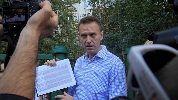 Aleix Navalni, principal opositor ruso, hablando con los medios