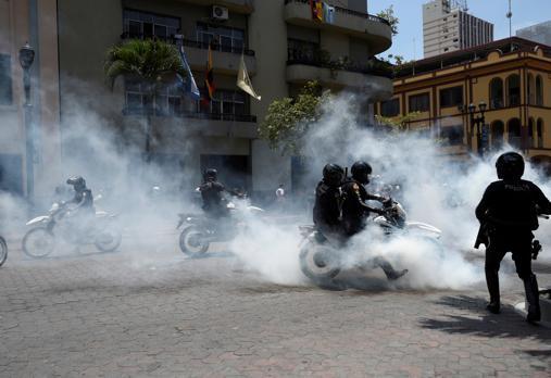 Ni el Ejército ni la Policía ecuatorianos han disparado un solo proyectil contra los manifestantes