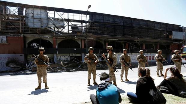 Cinco muertos más en un incendio en Chile elevan a ocho las víctimas por disturbios