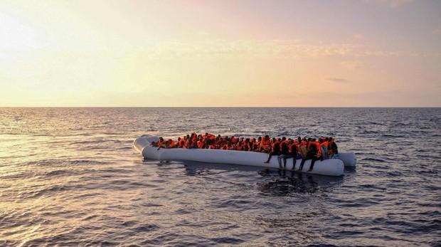 Muere un niño de 3 años y otros 6 inmigrantes resultan heridos tras chocar con la Guardia Costera griega