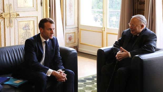 Macron pide socorro a la jerarquía musulmana francesa frente al islamismo radical