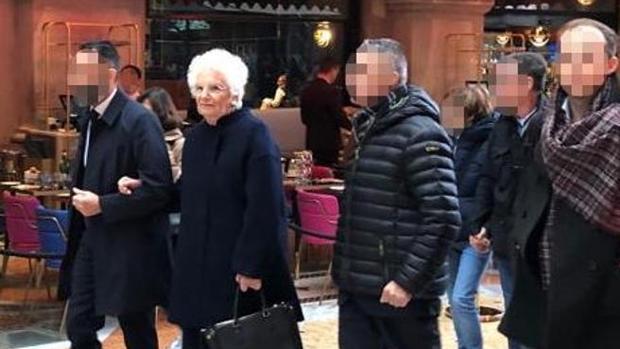 La ultraderecha italiana pone en su punto de mira a una senadora superviviente del Holocausto