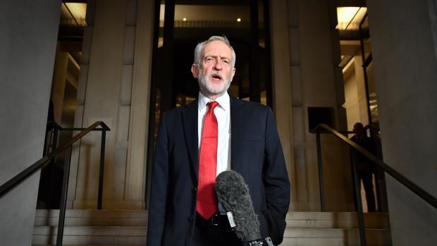 Corbyn centra su campaña en las nacionalizaciones