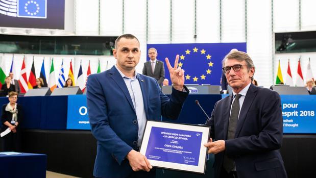 «Cuidado con Rusia», advierte a Europa el cineasta ucraniano Sentsov al recoger el premio Sajarov