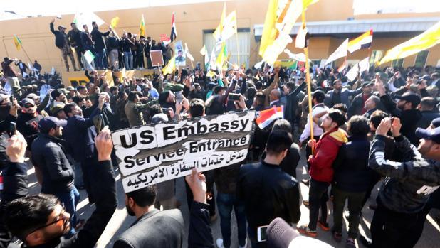 Las milicias chiíes rebajan la tensión y abandonan la Embajada de EE.UU. en Bagdad