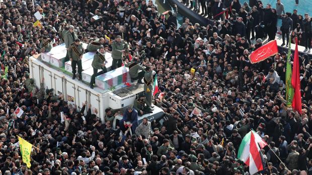 Irán clama venganza contra EE.UU. en unos funerales masivos por el general Suleimani