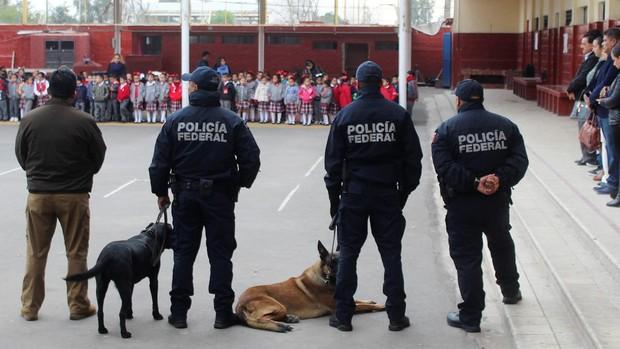 Detienen al abuelo de un niño que mató a su maestra y causó varios heridos en México