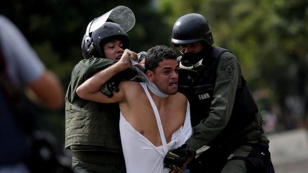 Los cubanos introducen en Venezuela sus métodos de tortura para hacerlas más crueles