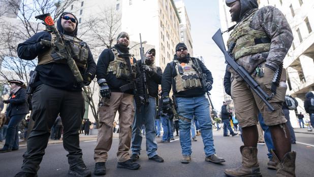 Multitudinaria manifestación a favor de las armas en EE.UU.