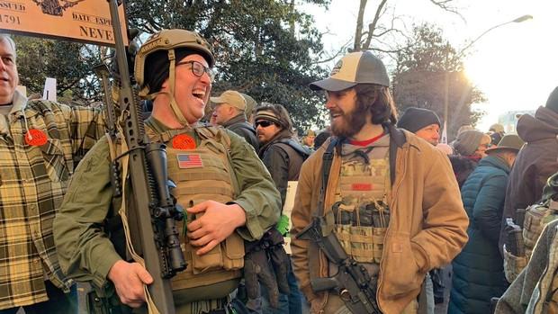 En directo: miles de defensores de las armas protestan en Virginia contra las nuevas restricciones