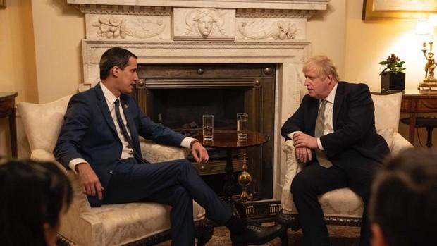 Guaidó se reúne con Johnson en Downing Street, mientras Pedro Sánchez se resiste a recibirlo