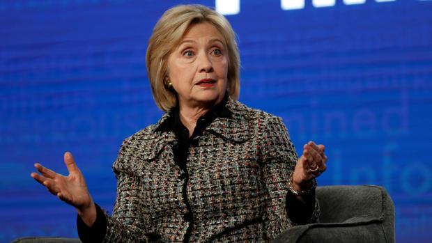 Hillary Clinton acusa de sexismo y ataca con dureza a Bernie Sanders: «No le gusta a nadie»