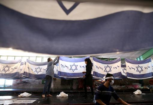 Banderas israelí en la fábrica iraní