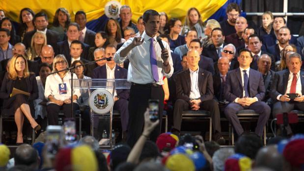 Guaidó cierra su gira en Miami arropado por demócratas y republicanos