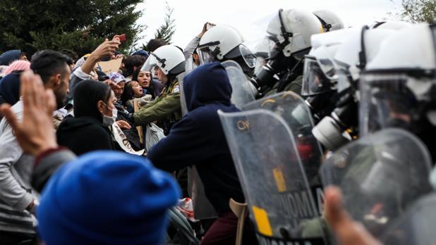 Protestas en las islas griegas por la situación «insostenible» de los refugiados