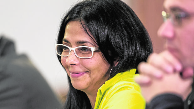 Delcy Rodríguez habló con Pedro Sánchez desde Barajas para que no recibiera a Guaidó