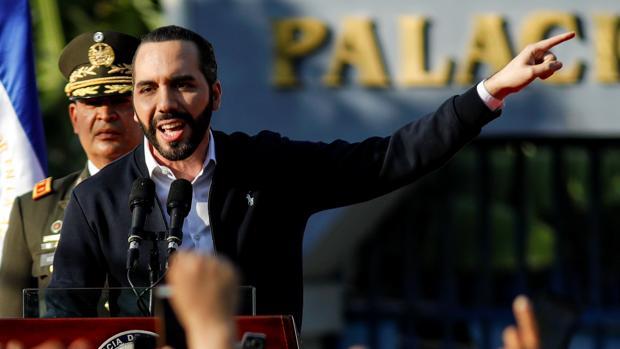 Bukele acusa a los políticos salvadoreños de proteger al narcotráfico por retrasar su plan de seguridad