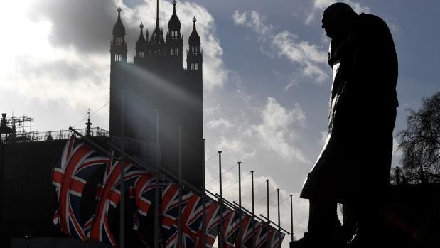 El Reino Unido pedirá a los inmigrantes hablar inglés y no dará visas a los trabajadores poco cualificados
