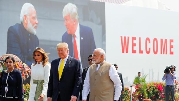 Trump llega a la India para una visita oficial de dos días
