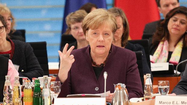 Merkel abronca a Erdogan por la manipulación que hace de los inmigrantes