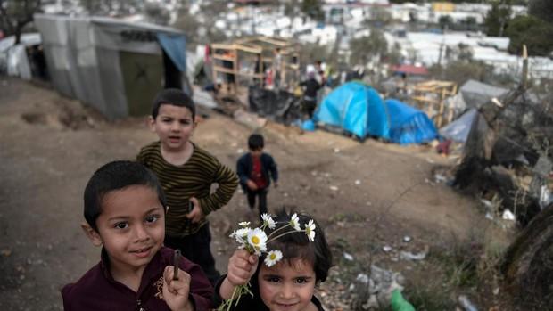 Alemania acepta recibir 500 niños refugiados de Lesbos en coordinación con la UE