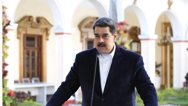 Maduro suspende la actividad laboral excepto la social