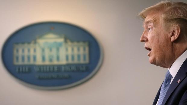 Trump provoca un conflicto con Pekín al referirse al «virus chino»