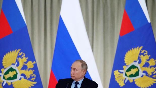 Rusia, más preocupada por la caída del rublo que por la primera muerte por coronavirus