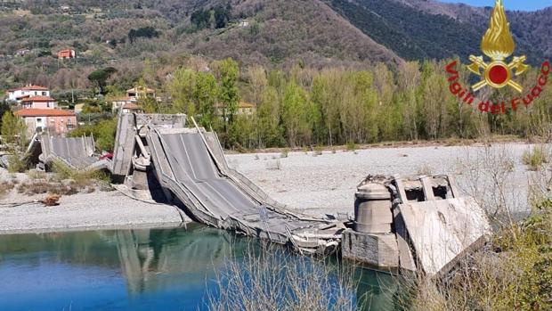 Se derrumba un puente en Italia: dos heridos, pero pudo ser una tragedia