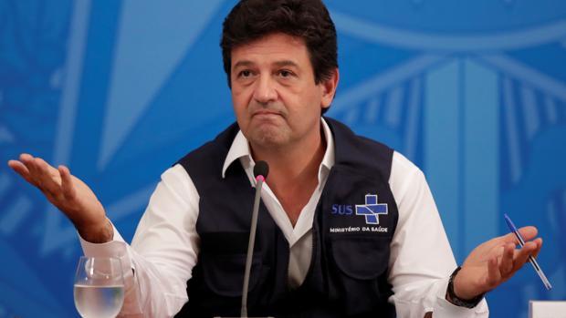 Bolsonaro fulmina a su ministro de Salud por discrepar de su respuesta al coronavirus