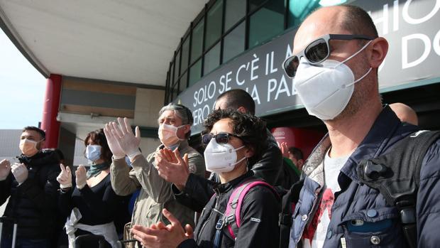 Miles de italianos piden justicia por la muerte de sus familiares y se abre una investigación por «epidemia culposa»