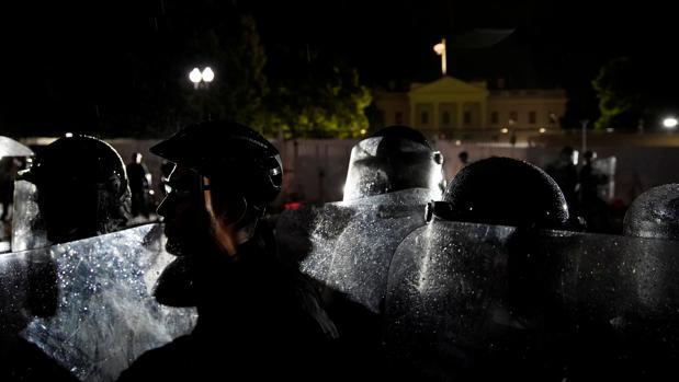 Trump amaga con el despliegue del Ejército contra los disturbios por la muerte de Floyd en Mineápolis