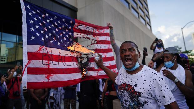 Con Mineápolis en toque de queda, las protestas arrecian en el resto de EE.UU.